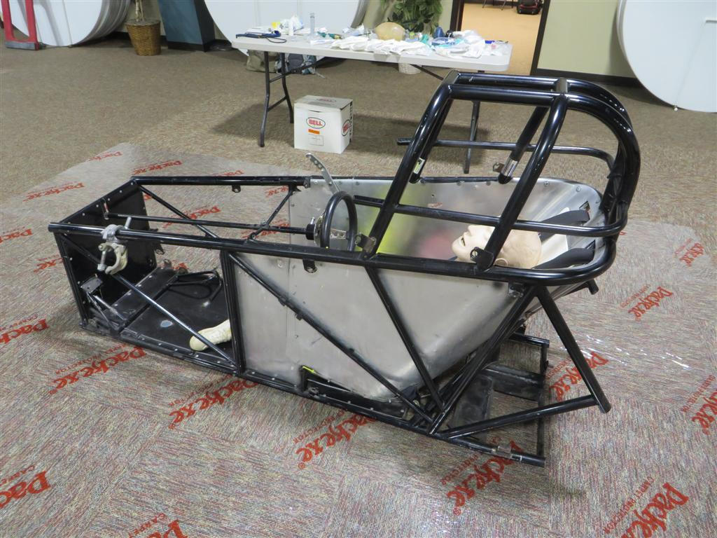 Enclosed car frame to practice airway management and use video intubation practice